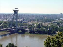 http://slowo.sk/2009/08/bratislava-plati-prisny-zakaz-prikrmovania-zvierat-v-petrzalke/